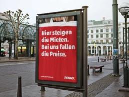 Steigende Mieten sind ein Problem in Hamburg. Im Gegenzug fallen die Preise bei Penny wie dieses CLP, Citylight Poster verspricht.